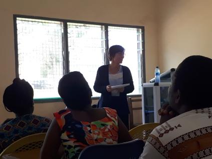 Auf diesem Foto: Gesine Spatz (Deutsche Botschaft Accra) bei der Eröffnung der Deutsch-Bibliothek auf dem Ajumako-Campus der UEW I Foto: Nina Paarmann